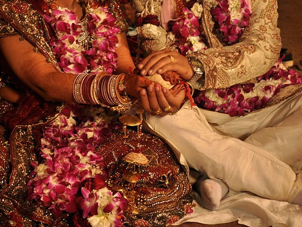 25-1432561597-marriage11